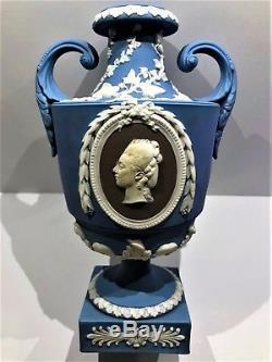 C. 1790 -1830 Wedgwood Tri-colour Jasperware Portrait Pedestal 9 Urn Mint