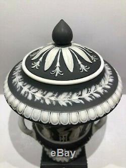C. 1869 WEDGWOOD BLACK JASPERWARE CAMPANA-1153 URN WithWHITE HANDLES CODE X