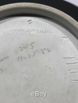C. 1869 Wedgwood BLACK Jasperware #1101 6.5 CORIOLANUS HANDLED VASE RARE