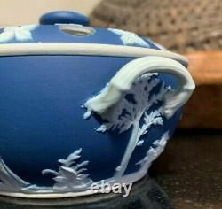 C. 1900 Wedgwood Dark Blue Jasperware Potpourri Lidded Bowl England Excellent