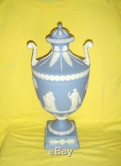 Large Wedgwood Blue & White Jasper Ware Twin Handled Lidded Trophy Vase / Urn