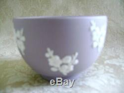 Lovely Pair Of Wedgwood Lilac Jasperware Bute Bowls With White Prunus Blossoms