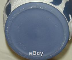 Lovely Vintage Wedgwood Dark Blue & White Jasper Ware Portland Urn Vase