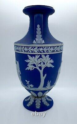 Rare Wedgwood Deep Blue Jasperware - Urn / Trophy vase
