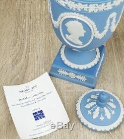 Rare Wedgwood Jasperware Queen Elizabeth II GOLDEN JUBILEE Pottery URN VASE Box