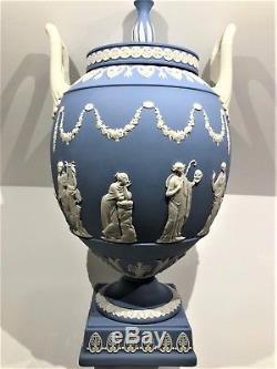 Stunning C. 1979 Wedgwood Blue Jasperware Pedestal Apollo Urn WithLid 12.00H