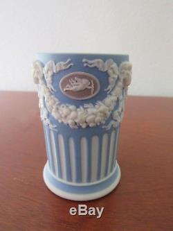 Stunning Wedgwood Tricolor Jasperware 3 spill vase, Wedgwood only