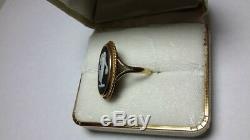 VINTAGE 10K YELLOW GOLD WEDGWOOD BLACK JASPERWARE CAMEO RING. Box