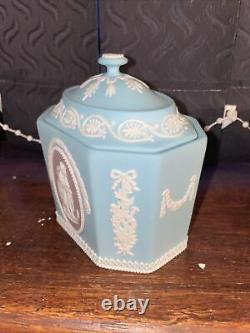 Very Rare Tri Colour Wedgwood Jasperware Sugar Box