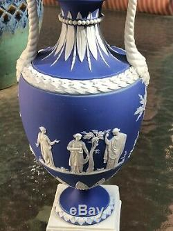 WEDGWOOD JASPERWARE TROPHY VASE Circa 1820 VERY RARE WHITE BASE Lion Dragon BEAD