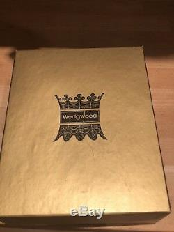 Wedgewood Collectable Basalt King and Queen Chess Set