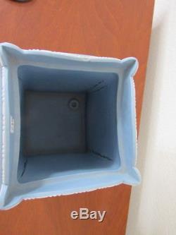 Wedgwood blue jasperware 18th Century Bulb Pot