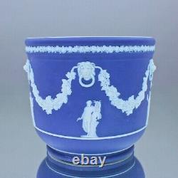 Wedgwood um 1860 großer Übertopf Jasperware Blau, Dip Glaze, Relief, Musen Löwe