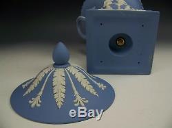 12 Wedgwood Blue Jasperware Piédestal Campana Urn Mint Conditon
