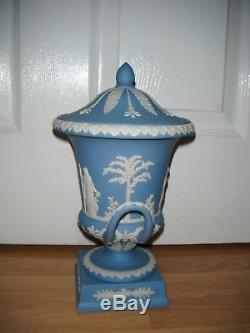 Ancien Wedgwood Jasper Ware Portland Bleu 12 Urne Campanula Couverte 1890's