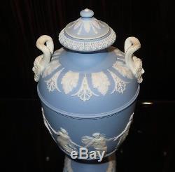 Antique Circa 1910 Wedgwood Jasperware Heures De Danse Couvert Urne Avec Poignées Pan