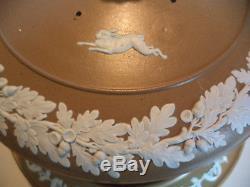 Antiquité Wedgwood Dudson Jasperware Chasse Scène Stilton Cheese Dome Plate