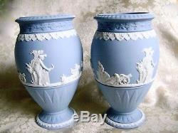 Belle Paire De Wedgwood Blue Jasper Ware Bountiful 8 Vases Sur Piédestal Menthe