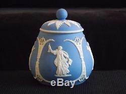 Biscuit À Couvercle À Couvercle Escamotable Blue Jasperware De Wedgwood, Bleu, 5 Po X 4,5 Po