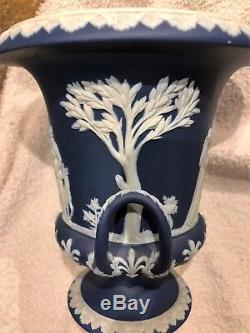 C. 1891 Grand Wedgwood Portland Bleu Jasperware Campana Urne Etat Neuf