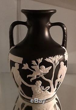 Circa 1850 Wedgwood Grand Vase Portland 10.25 Jasperware Noir