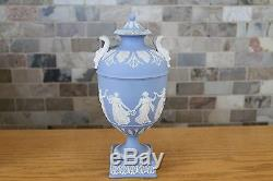 Elégant Antique Wedgwood Bleu Clair Jasper Ware Danse Heures 10 Urne (vers 1879)
