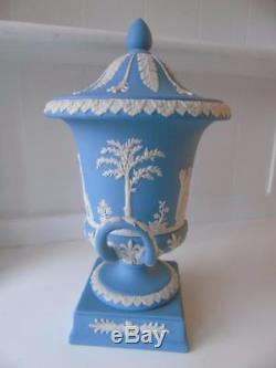 Grand Vase Wedgwood Blanc Sur Lavande Blue Jasperware Campana Urn Et Couvercle 12