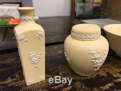 Lot 6 Wedgwood Primrose Jaune Prunus & Sphinx Jasperware Vase, Pot, Bol, Boîte