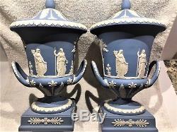 Paire (2) Piédestal Bleu De Jasperware De Wedgwood 11.5 Urne Offrant À La Menthe De Paix
