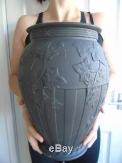 Rare Huge Wedgwood Black Basalt Jasperware Grapevine Vase 12 2,8 KG