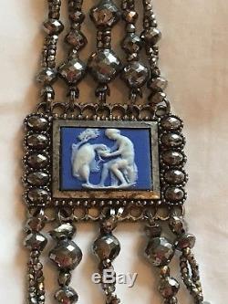 Rare Jasperware Wedgwood Bleu Du Xviiie Siècle Et Coupe En Acier Chatelaine Vers 1780