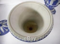 Rare Paire D'urnes Couvertes Musées Bleu Jasperware Wedgwood Antique
