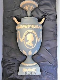 Rare Wedgwood Jasperware Bleu Queen Elizabeth 1952 2002 Golden Jubilee Urn
