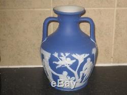 Superbe Vase Victorien Wedgwood Jasper Ware Portland Bleu