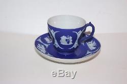 Tres Rare 19e Siècle Wedgwood Jasperware Cobalt Bleu Miniature Coupe Miniature + Soucoupe