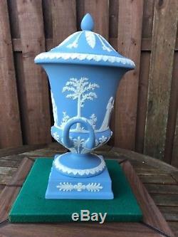 Vase De Jasperware Bleu De Wedgwood C. Parfait Des Années 1970