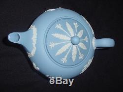 Vintage 1956 Wedgwood Blue Jasperware Théière Avec Sucre Et Crème À Couvercle