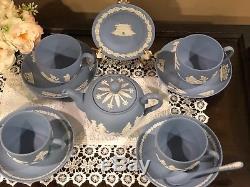 Wedgwood Blue Jasperware Ensemble 1 Théière 4 Tasses Et Soucoupes, Excellent État