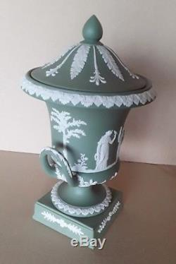 Wedgwood Green Jasperware Campana Urne & Couverture Datée 1956