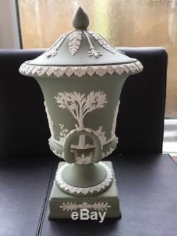 Wedgwood Green Vase Jasperware Campana À Double Poignée En Excellent État