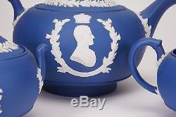 Wedgwood Jasperware Reine Elizabeth Coronation Théière Crème Sucre Bleu Foncé -a