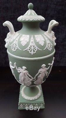 Wedgwood Jasperware Vert Antique Danse Heures Devils Heads Vase / Urne