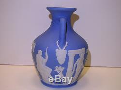 Wedgwood Pâle Bleu Trempette Jasper Ware Portland Vase C. 1840