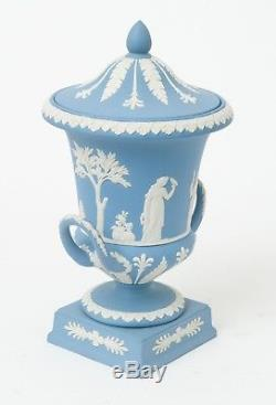 Wedgwood Vase Et Couvercle En Forme D'urne Campana En Jaspe Bleu Clair