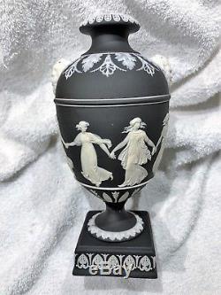 (c. 1894) Wedgwood Black Jasperware Danse Urne 7.5h Nice